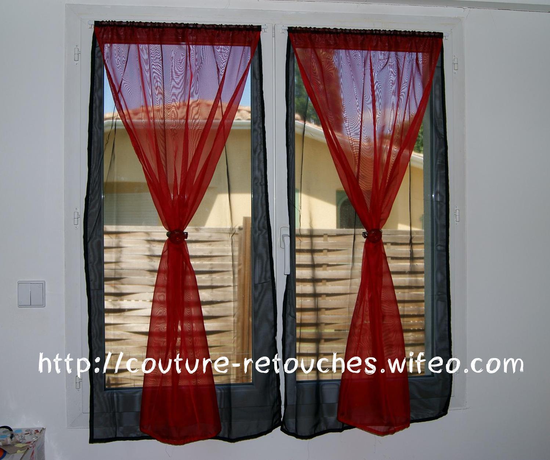Voilage Chambre Petite Fille : des petites pinces à rideaux rouges pour décorer